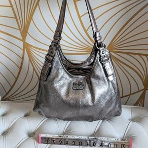 Coach shoulder bag in silver leather